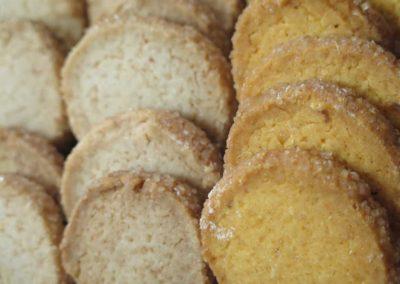 Biscotti vegani e zenzero e limone e diamantini allo zucchero di canna e farina di riso